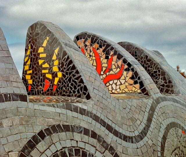 Kondoni sculpture ©2014 Garry Benson
