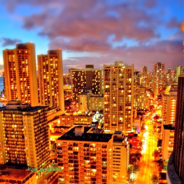 Honolulu towards Waikiki, Oahu, Hawai'i. Photo: © Garry Benson 2014