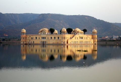 A view of Jal Mahal from the road to Amber fort, Image Credit: Wiki Travel