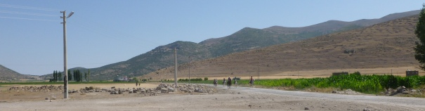20 August: Riders first sighted arriving outside Çiftlik