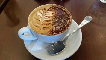 Coffee by the singing Barista, Lido Cafe