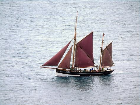 The Johanna with sails up (Photo by Ingi Sorensøn https://youpic.com/photographer/Ingis/)